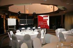 Hall för konferenser, runda tabeller och presaffärsutställning av producenter och leverantörer av italienska viner och mat vinita Royaltyfri Fotografi