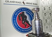 Hall of fame e Stanley Cup dell'hockey in grande corridoio immagine stock libera da diritti