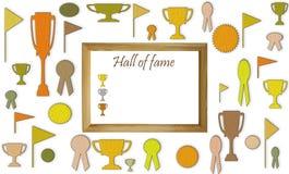 Hall of Fame-Konzept mit freiem leerem Kopienraum Schalen, Medaillen und Ausweise mit Leerraum im Holzrahmenmodell stockfoto