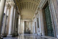 Hall główne wejście katedra St John baptysta na Lateran wzgórzu w Rzym zdjęcie royalty free