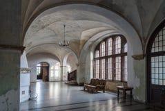 Hall im alten Schloss Lizenzfreies Stockfoto