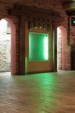 Hall im Kaffee mit grüner Nische Lizenzfreie Stockbilder