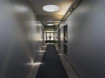 Hall med direkt och indirekt ljus Arkivbild