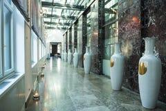 Hall med kinesiska vaser Royaltyfria Foton