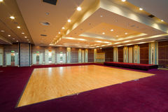 Hall mit hölzernem Tanzboden Stockbild
