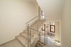 Hall mit Treppe stockbild