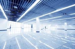 Hall moderne à l'intérieur de centre de bureau Photo stock
