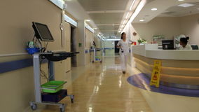Hall moderne d'hôpital banque de vidéos