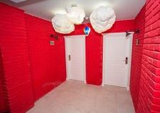 Hall rouge dans un hôtel cinq étoiles dans Kranevo, Bulgarie Photo libre de droits