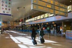 Hall terminal d'aéroport international Cracovie-Balice de John Paul II - a célébré son cinquantième anniversaire Images libres de droits