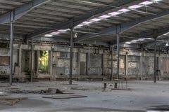 Hall und verlassene Tabelle und Stuhl Lizenzfreie Stockfotografie