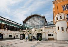 Hall von Wroc? Bahnhof Aw, der im Jahre 1857 errichtet wird, wartet auf Reisende Stockbild