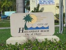 Hallandale海滩-入口标志 免版税库存图片