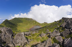Hallasan vulkankrater på den Jeju ön, Sydkorea Royaltyfri Fotografi