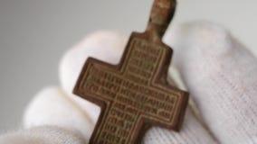 Hallazgo arqueológico del crucifijo almacen de metraje de vídeo