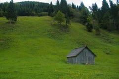 Halle auf dem Feld Stockbild