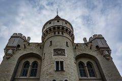 Halle Gate i Bryssel på en molnig dag, Belgien Arkivfoton