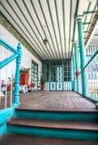 Halle im Freien eines alten Hauses Lizenzfreie Stockfotos