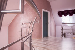 Halle mit einem Treppenhaus Stockfotografie