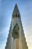 Hallgrimskirkja domkyrka och Leif Eriksson i Reykjavik, Icela Royaltyfria Foton