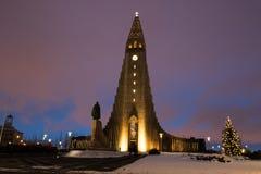 Hallgrimskirkja katedra w Reykjavik, Iceland przy zmierzchem obrazy royalty free