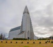 De kerk van hallgrimskirkja in reykjavik ijsland royalty vrije stock foto beeld 21928125 - Eigentijds standbeeldontwerp ...