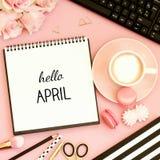 Hallo April-Text auf Notizbuch Lizenzfreie Stockfotografie