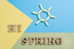 Hallo Frühling, abstraktes Bild mit hölzernen Buchstaben Lizenzfreies Stockbild
