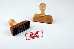 Hallo Freitag Gummistampfer mit dem Holzgriff lokalisiert auf weißem Hintergrund Lizenzfreie Stockfotografie