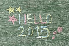 Hallo 2015 geschrieben auf hölzernes Brett durch die Anwendung der Kreide Lizenzfreies Stockbild