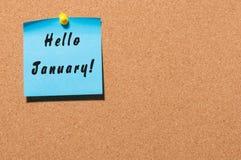 Hallo Januar - Geschäftskonzept mit Text - geschrieben auf den Aufkleber festgesteckt an der Anschlagtafel, leerer Raum Lizenzfreie Stockbilder