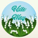 Hallo Mai-Beschriftung auf blauem Hintergrund mit Maiglöckchen Lizenzfreies Stockfoto