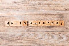 Hallo Samstag-Wort geschrieben auf hölzernen Block hallo Samstag-Text auf Holztisch für Ihr Desing, Konzept lizenzfreies stockfoto