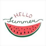 Hallo Sommer - Beschriftungsplakat mit Hand gezeichneter Wassermelone Stockbild