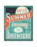 Hallo Sommer, i m bereit zum Abenteuer Inspirierend Zitat Färben Sie Hand gezeichnete Vektorillustration, Weinlesedesign vektor abbildung