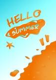 Hallo Sommer im Sandstrandhintergrund-Vektordesign Stockbilder