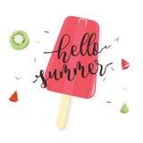 Hallo Sommer mit Frucht-Eis am Stiel auf weißem Hintergrund stock abbildung