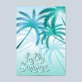 Hallo Sommer Typografischer Seehintergrund mit Palmen lizenzfreie abbildung