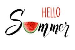 Hallo Sommerbeschriftung mit einer Scheibe der Wassermelone Moderner kalligraphischer Entwurf des Vektors stock abbildung