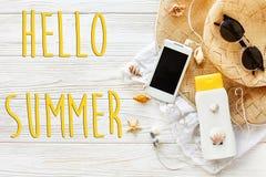 Hallo Sommertext, Ferienkonzept, flache Lage, Raum für Text P Stockbilder