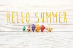 Hallo Sommertext, Reiseferienkonzept, Raum für Text, flach Stockfotos