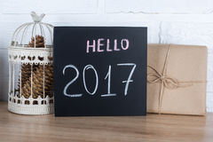 Hallo Text 2017 auf einer schwarzen Tabelle Stockfotografie