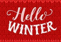 Hallo Wintertext auf Rot gestrickter Beschaffenheit Weinlesefahne mit Handbeschriftung Retro- Karte des Wintersaisonvektors Lizenzfreies Stockfoto