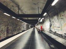 Hallonbergen-tunnelbanestation Untertage Station auf blauer Linie von Stockholm-Metro Stockfoto