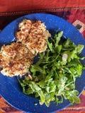 Halloumi en aardappelrosti voor diner stock fotografie