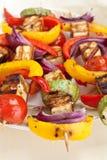Halloumi et chiches-kebabs végétaux Photos libres de droits