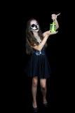 halloween Девушка с электрофонарем в его руке стоковое фото