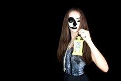 halloween Девушка с электрофонарем в его руке стоковое фото rf