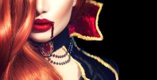 halloween Сексуальный портрет женщины вампира Стоковое Изображение RF