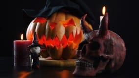 Halloween Abóbora, crânio, vela, bruxa Câmera estática vídeos de arquivo